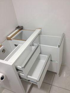 "Reforma do ""Big"" Apê: Maio 2013 Bathroom Interior Design, Small Bathroom Organization, Bathroom Organisation, Laundry Room Design, Building Furniture, Kitchen Layout, House Interior Decor, Luxury Bathroom, Bathrooms Remodel"