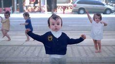 Ảnh động: Những em bé đã có sẵn gene nhảy múa từ khi còn rất nhỏ