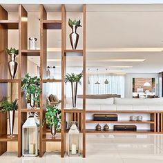 ♥️ Boa noite e bons sonhos! Cozinha inspiração maravilhosa lá do @apartamentof01 amei... ♥️💖♥️•••••••••••••••••••••••••💎Sigam também💎… Living Room Divider, Living Room Partition Design, Room Partition Designs, Home Room Design, Home Interior Design, Living Room Designs, Classy Living Room, Living Room Decor Inspiration, Indian Home Decor