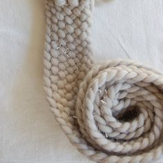 Braided yarn scarf with great instructions & photos. LM 11-2012