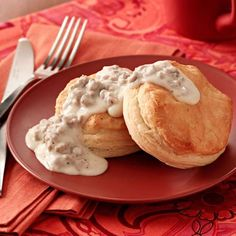 Biscuits and Turkey Gravy - Taste Of Home Breakfast Items, Breakfast Recipes, Breakfast Dishes, Brunch Recipes, Betty Crocker Banana Bread, Ham And Potato Casserole, Sausage Gravy Recipe, Apple Coffee Cakes, Biscuits And Gravy