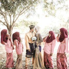 Selamat Pagi Semua   Raikan Cinta  @masyi_chiy || Rozidin  Cherang Ruku Kelantan  Photo by @aizatazmi.grapher (GMG Shooter)  Chemistry_x_photography  for inquiries : 013-4481020 #preconvo #aizatazmigrapher #weddingphotographer #modelphotographer #productphotographer #eventphotographer #vscocam #Malaywedding #momentcapture #akadnikah #solemnization #photog #canon #photooftheday #art #officialphotographer #photog #pm #ikutcarakita #iger #perlis #kelantan #malaysia #candid #kualalumpur by…