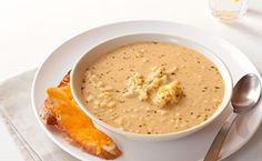 Zippy Cauliflower and Cheese Soup. Pure comfort: creamy, cheesy, flavourful and fast. Epicure Recipes, Lunch Recipes, Gourmet Recipes, Soup Recipes, Cooking Recipes, Vegetarian Menu, Tasty, Yummy Food, Le Diner