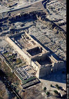 Templo de Medinet Habu, construido por el faraón Ramsés III, de la dinastía XIX. Orilla oeste de Luxor. Egipto
