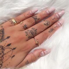 Simple & chic hand tattoos for women Body Art Tattoos, Small Tattoos, Tatoos, Cute Nails, Pretty Nails, Nail Design Glitter, Glitter Nails, Tatuagem Diy, Poke Tattoo
