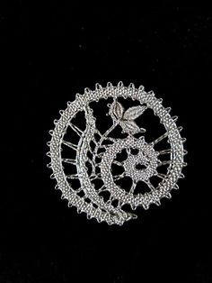 Hairpin Lace Crochet, Crochet Motif, Crochet Shawl, Crochet Edgings, Bobbin Lace Patterns, Bead Loom Patterns, Lace Earrings, Lace Jewelry, Bobbin Lacemaking