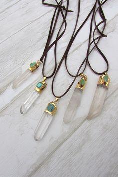 Long collier pendentif quartz et turquoise par LaCaravaneTzigane find us here-> https://lacaravanetzigane.com/