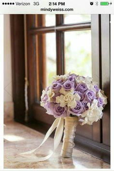 Work Gardenias and lavender roses double stain wrapped. What a lucky bride!Gardenias and lavender roses double stain wrapped. What a lucky bride! Purple Wedding Bouquets, Bride Bouquets, Bridal Flowers, Bridesmaid Bouquet, Floral Wedding, Trendy Wedding, Wedding Ideas, Gold Wedding, Lavender Roses