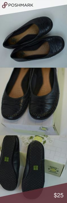 Earth Origins leather flats Earth Origins products are hundred percent lead-free and are biodegradable. Use only water-based adhesives good for you good for the planet.  Size 6 1/2 like new condition. Fast SHIPPING!!  BUNDLE AND SAVE Earth Origins Shoes Flats & Loafers