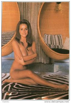 CP Ruth Anderson Par Bunny Yeager  éd Taschen 1995 Pin-up Erotisme Curiosa Brune Sexy Sur Chaise Oeuf Design 60's - Pin-Ups