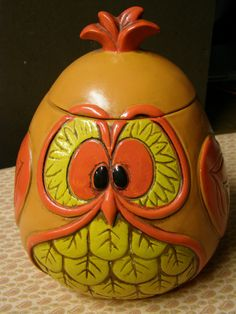vintage cookie jar - if you lost the lid it would be a cute planter