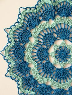 White Fan Doily using Aunt Lydia's size 10 thread in Aqua and Blue Hawaii. The pattern is by Beth Mueller. This is a FREE Crochet Pattern. Click the photo for the link. Motif Mandala Crochet, Crochet Motifs, Crochet Squares, Thread Crochet, Crochet Patterns, Free Doily Patterns, Crochet Dreamcatcher Pattern Free, Dress Patterns, Mandala Rug