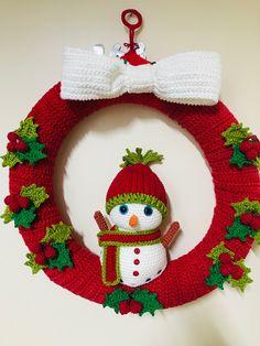 Crochet Christmas Wreath, Crochet Wreath, Crochet Christmas Decorations, Homemade Christmas Decorations, Crochet Decoration, Christmas Swags, Christmas Crochet Patterns, Holiday Crochet, Xmas Ornaments