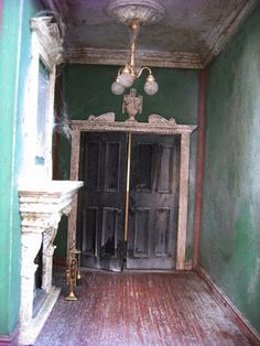 This is the interior of a dolls house. enough to get through that door? Haunted Dollhouse, Haunted Dolls, Dollhouse Dolls, Dollhouse Miniatures, Dollhouse Ideas, Haunted Mansion, Miniature Rooms, Miniature Houses, Halloween Miniatures