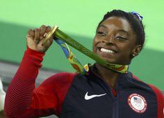 JUEGOS OLÍMPICOS:  Simone Biles se cuelga el oro en gimnasia con un margen de más de dos puntos | Deportes | EL PAÍS
