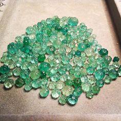 roundels,dividers,spacers emeralds  esmeraldas carveadas para elaboracion de collares
