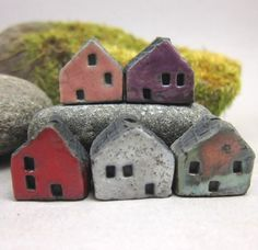 5 Saggar Fired Miniature House BeadsPink Purple Red by elukka, €15.50
