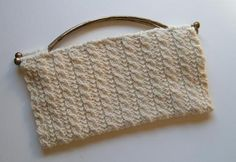 Pretty Little Cables Clutch     free knit pattern