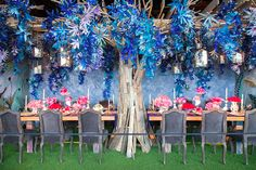 Each year, designers from around the world unite through their work in the name of a good cause. Coordinated by the'Design Industries Foundation Fights AIDS', the annual Dining by Design event bri...