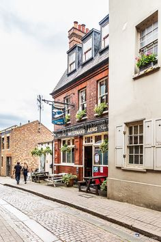 A pretty side street with a historic pub in Richmond, London. Richmond London, Richmond Upon Thames, Richmond Palace, London Museums, London Pubs, London Places, West London, Museum Of Childhood, Highgate Cemetery