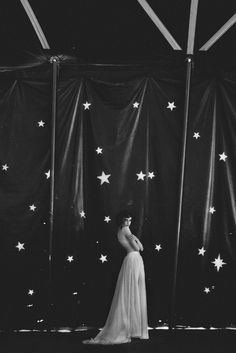 The Starry Entrance To The Night Circus Dark Circus, The Circus, Odette Et Lulu, Pantomime, Night Circus, Vintage Circus, Clowns, The Magicians, White Photography