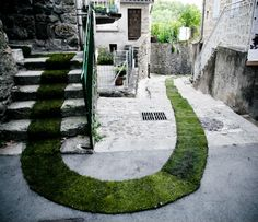 It flows down the streets, up staircases and around corners – a green carpet, unfurled like a leaf, in a city of stone. This path of grass was installed in the picturesque French village of Jaujac to celebrate the 10th year of its arts and nature trail programs. Public artists Gaëlle Villedary used an incredible 3.5 tons of natural, living turf grass.