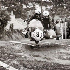 black and white vintage motorcycle sidecar racing Motos Bmw, Racing Motorcycles, Vintage Motorcycles, Wheel In The Sky, Foto Picture, Motorcycle Design, Motorcycle Outfit, Vintage Racing, Road Racing