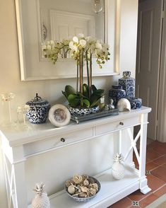 Blue and white homewares I just love. I'm not suppose to have this yet because it's not my birthday till next month but I saw it on… – Interior Design Decor, Small Bathroom Decor, Bathroom Decor, Hamptons Decor, Luxe Furniture, Home Decor, Room Decor, White Decor, Home Deco