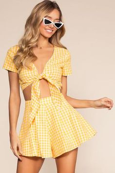 Gingham trend is not something very new but it becomes trend again and again. Here are some stylish outfit ideas for spring. Cute Summer Outfits, Girly Outfits, Cute Casual Outfits, Skirt Outfits, Stylish Outfits, Casual Dresses, Girls Fashion Clothes, Fashion Outfits, Clothes For Women