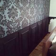ブログやってます/フレンチシックな家作り。/モールディング/リフォーム選手権/腰壁DIY…などのインテリア実例 - 2014-07-03 22:23:13 | RoomClip(ルームクリップ) English Interior, Wainscoting, Valance Curtains, My House, Diy And Crafts, Interior Decorating, Cabinet, Living Room, Wallpaper