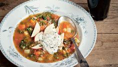 Ingenting slår en värmande soppa under kulna vinterdagar! Här en snabb, enkel och värmande soppa med en het pepparrotskräm. vego