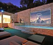 25 Amazing Outdoor Home Cinemas - Check out this outdoor theater! You could fit the whole neighborhood in your backyard! Amazing that you can have the neighborhood over to watch movies in the yard! You can even swim in the gorgeous pool beneath the screen Backyard Movie Screen, Backyard Movie Theaters, Outdoor Movie Screen, Outdoor Cinema, Outdoor Theater, Outdoor Pool, Outdoor Spaces, Home Theater Setup, At Home Movie Theater