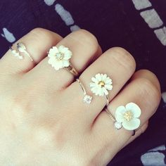 More boho, daisies rings. Hippie boho bohemian gypsy rings accessories and jewelry. For more follow www.pinterest.com/ninayay and stay positively #pinspired #pinspire @ninayay