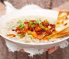 Recept: Svampsoppa med kikärtsfräs och tortillachips