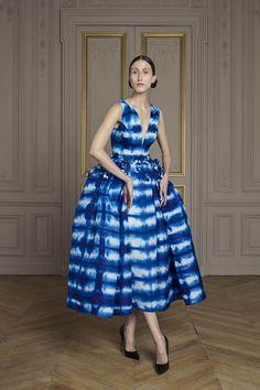 Giles Deacon Fall 2016 Couture Fashion Show Fashion Week, High Fashion, Fashion Show, Fashion Design, Style Couture, Haute Couture Fashion, Moda Tie Dye, Giles Deacon, Tie Dye Fashion