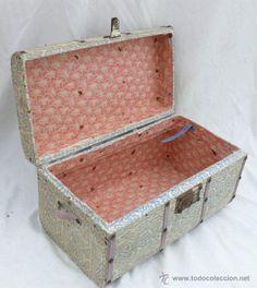 PRECIOSO BAUL ANTIGUO EN PAPEL CARTON A RSTAURAR Vintage Trunks, Repurposed Furniture, Pallet, Suitcase, Decoupage, Upholstery, Decorative Boxes, Art Deco, Diy