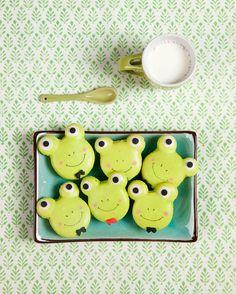 Frog macarons