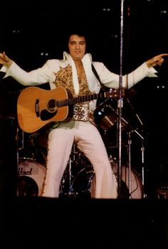 ♡♥Elvis Presley in his final concert in Indy on June 26th,1977♥♡