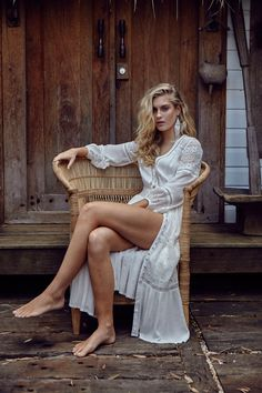 Photo_of model Laura Evans. Gorgeous Feet, Beautiful Legs, Edgy Style, Feminine Style, Bohemian Mode, Bohemian Style, Bohemian Living, Hippie Bohemian, Boho Fashion