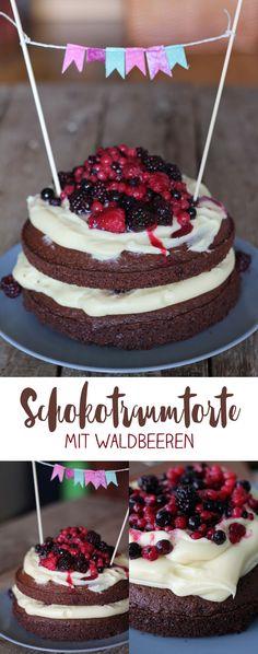 Schokotraumtorte mit Waldbeeren und weißer Schokocreme backen - leckerer Geburtstagskuchen #rezepte #backen #schokolade