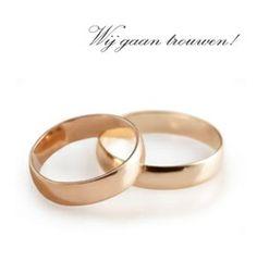 Trouwkaart: Twee gouden ringen met aankondiging op wit. Trouwkaarten online maken en bestellen. Prachtige trouwkaarten met ringen: kies een trouwkaart, schrijf de tekst, en vraag een gratis proefdruk op! http://www.trouwpost.nl/trouwkaarten/ringen/