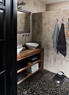 17 Ideas bath room black floor house tours for 2019 Bathroom Toilets, Laundry In Bathroom, Bathroom Cabinets, Bathroom Table, Bathroom Mirrors, Modern Country Style, Tadelakt, Black Floor, Beautiful Bathrooms