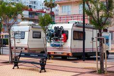Vous êtes camping-cariste et vous avez reçu une amende que vous estimez non justifiée? Saviez-vous qu'en cas d'amende de stationnement, vous pouviez désormais la contester avant même de vous en acquitter? Les stationnements des camping-cars doivent être réglementés par arrêtés municipaux. Il conviendra donc de vous renseigner sur la potentielle existence d'un arrêté avant de stationner.