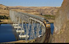 Net Photo: UP 5503 Union Pacific GE at Joso, Washington by Sean Kelly Location Map, Photo Location, Old Bridges, California Zephyr, Railroad Bridge, Union Pacific Railroad, Ho Scale Trains, Train Pictures, Model Trains