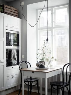 Cozy home with black accents Best Simple Kitchen Designs Ideas For Small House Decoration Simple Kitchen Design, Interior Design Kitchen, Kitchen Designs, Kitchen Decor, Scandinavian Interior, Scandinavian Style, Cocinas Kitchen, Cozy House, Interior Inspiration