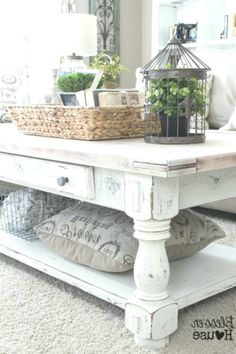 Shabby Chic Coffee Table with Rustic Accessories - Home Decor Design Living Room Colors, My Living Room, Living Room Designs, Living Room Decor, Bedroom Designs, Bedroom Decor, Shabby Chic Coffee Table, Rustic Coffee Tables, Shabby Chic Furniture