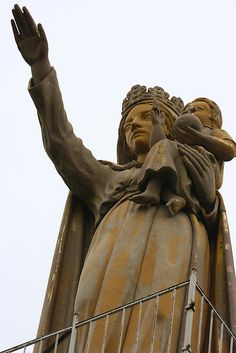 Eleanor of Aquitaine (Queen of France and England 1154) Fought in the Crusades