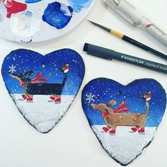 Yikes! First hand painted festive sausages of the season! A big thank you to my fab organized customers, I've had a lovely bit of Christmas in September! ☃️❄️ link in bio at top of my page if you wish to get organized and order a doggy slate too!  #sausage #sausagedog #sausagedogs #sausagedoglove #dachshundsofinstagram #dachshund #dachshundsrule #daxie #doxie #dachshunds #dachshundlife #dachshundlover #whitstable #christmasgift