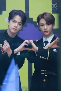 Hyunjin with Younghoon(The Boyz) Ki Tae Young, Boyfriend Photos, All About Kpop, Boy Idols, Fandom, Golden Child, Arte Pop, Cute Korean, Korean Celebrities