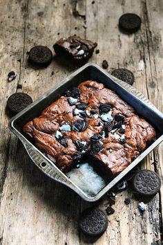 Dorian cuisine.com Mais pourquoi est-ce que je vous raconte ça... : Les plaisirs du samedi sont des plaisirs simples… Brownie aux Oreos !